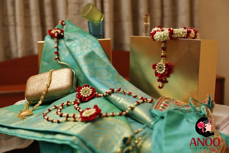 Order Fresh flower jewellery online