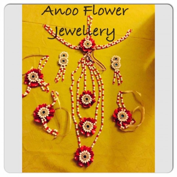 Buy artificial flower jewellery online from Anoo flower jewellery