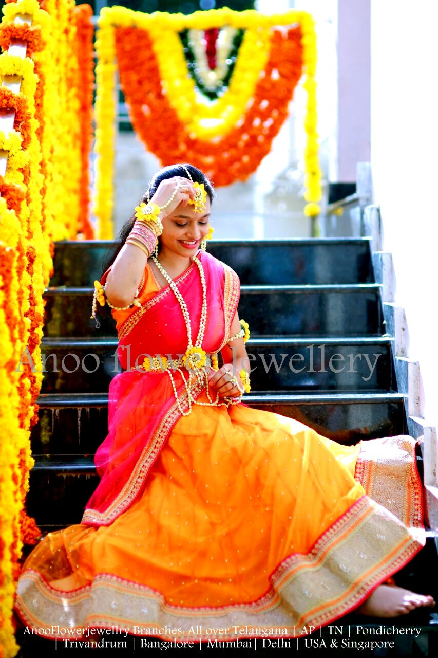 Yellow colored flower jewellery looks best for Mehendi. Check out real brides wearing floral jewellery for mehendi
